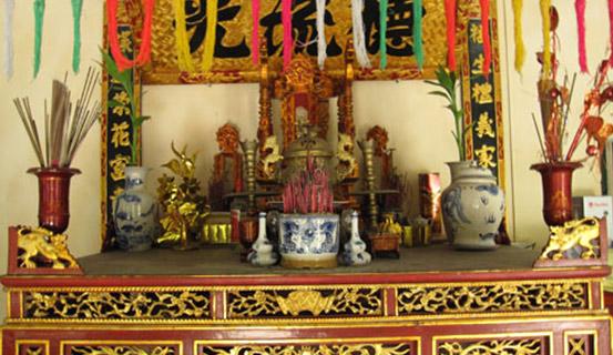 Cách bày bộ đồ thờ ngũ sắc trên bàn thờ gia đình