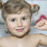 Cách nhổ răng sữa cho trẻ em tự thực hiện tại nhà khi nào?