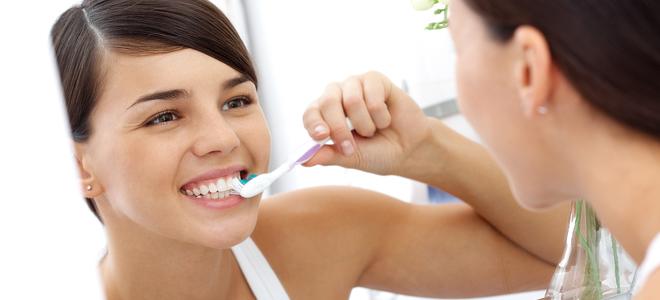Ngủ dậy đánh răng có tốt không