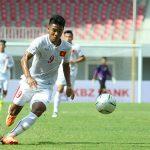 Hà Đức Chinh chờ sút tung lưới U20 Pháp