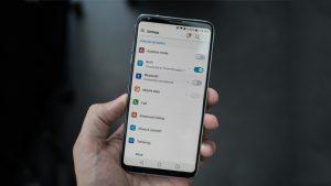 Có nên mua siêu phẩm điện thoại LG V30 xách tay không?