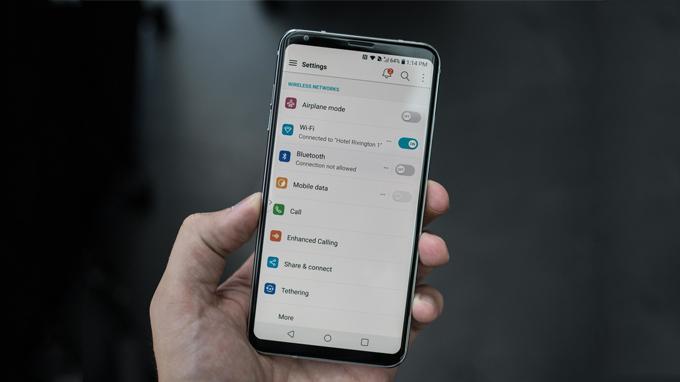 Có nên mua siêu phẩm điện thoại LG V30 xách tay không? 5