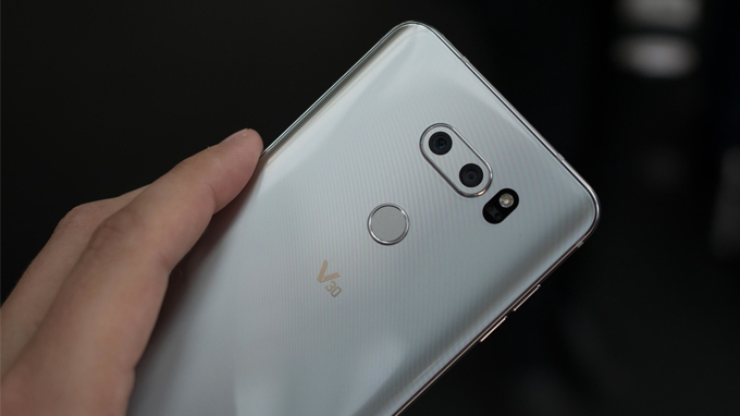 Có nên mua siêu phẩm điện thoại LG V30 xách tay không? 3