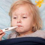 Bé bị sốt phát ban có biểu hiện gì và cách chăm sóc như thế nào?