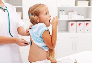 Bệnh viêm phổi ở trẻ em có lây không, nguyên nhân do đâu?