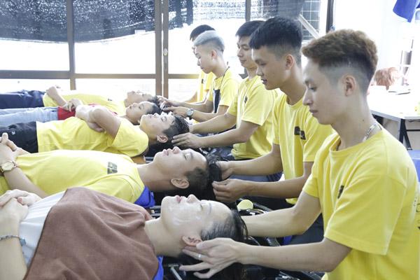 Các khóa học cắt tóc cơ bản có thời gian khác nhau, phụ thuộc vào mục đích của người theo học