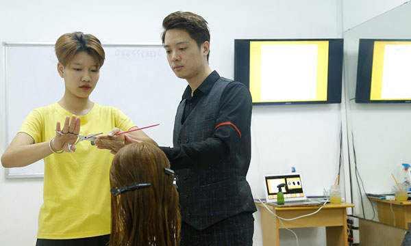 Nhiều trung tâm đào tạo nghề tóc ra đời, đáp ứng nhu cầu của các học viên